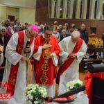 [ photogallery ]Pinerolo. Nella Chiesa Madonna di Fatima l'adorazione della nuova croce