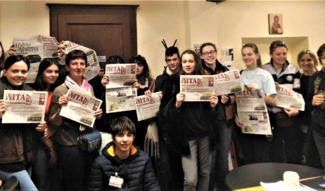 """Pinerolo. Studenti francesi in visita alla redazione di """"Vita"""""""