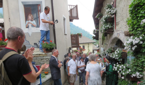 """[Photogallery]. Con l'arrivo delle giudici, per Usseaux inizia la sfida di """"Communities in bloom"""""""