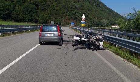 Villar Perosa. Auto sbanda e travolge una moto: morti il centauro e la sua passeggera