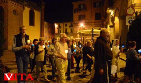 [Photogallery]. La fiaccolata dal Duomo a San Maurizio