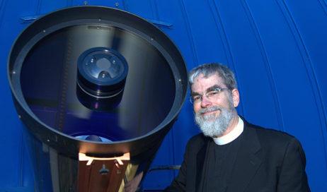 Intervista esclusiva al gesuita Guy Consolmagno, direttore dell'Osservatorio astronomico vaticano