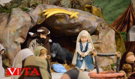 [Photogallery]. L'inaugurazione del presepe delle bambole in vescovado