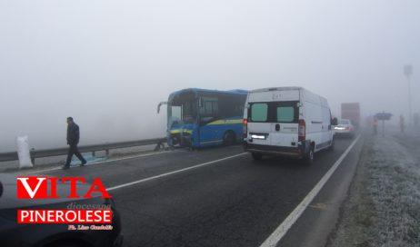 Villafranca Piemonte. Scontro tra un bus e un'autocisterna