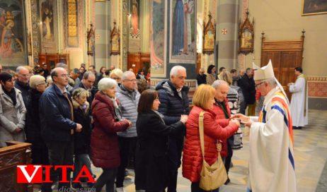 [Photogallery]. In Duomo il vescovo Derio ha benedetto gli innamorati