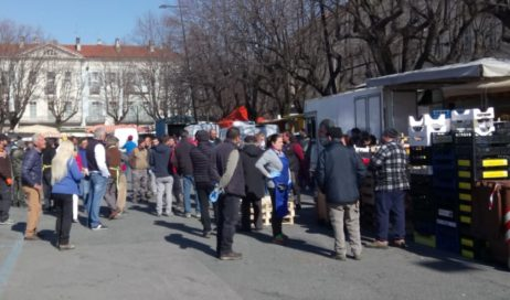 #covid19. Al mercato di Pinerolo solo i banchi alimentari
