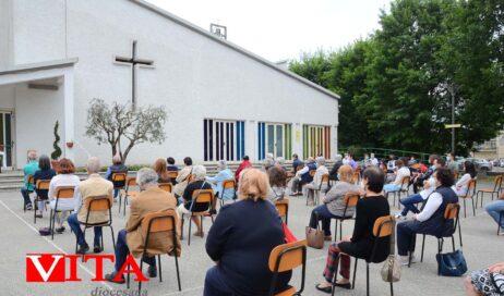 [Photogallery]. A Pinerolo messa all'aperto nella parrocchia Spirito Santo