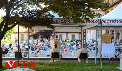 """[ photogallery ] Nel seminario di Pinerolo la prima messa """"post-covid"""" del vescovo Derio"""