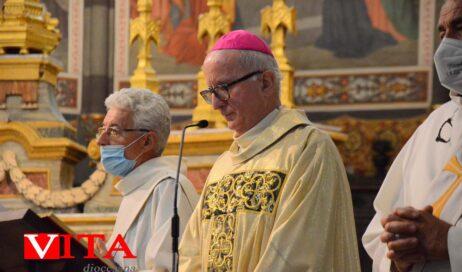 [Photogallery]. In duomo sacerdoti e diaconi in preghiera per la festa del Sacro Cuore