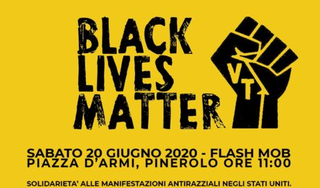 Pinerolo. Un flash mob di solidarietà con le proteste antirazziste negli USA