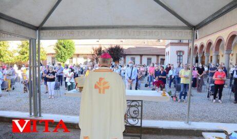 """[ photogallery ] Messa per la """"ripresa"""" nel cortile del Seminario. Il vescovo Derio: dobbiamo creare sognando"""