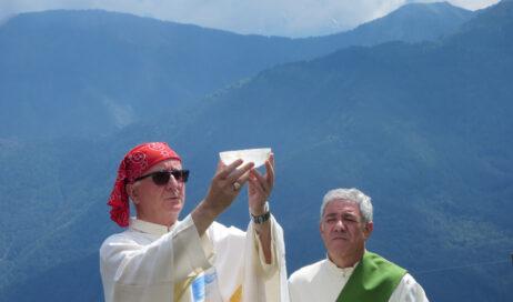 """[Photogallery]. """"Messa in Valle"""" al Selleries col vescovo Derio"""