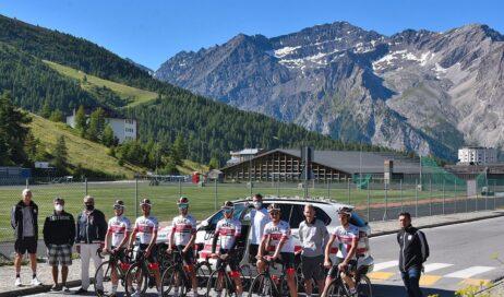 Al Sestriere Fabio Aru e i suoi compagni preparano il Tour de France
