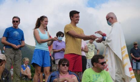 [Photogallery]. Più di seicento fedeli alla messa col vescovo Derio a Pian dell'Alpe