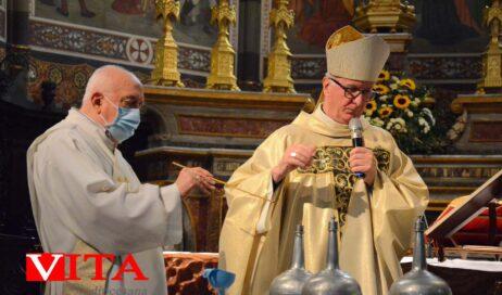 [ photogallery ] Nel Duomo di Pinerolo la messa crismale (il giovedì santo non era stato possibile celebrarla a causa del lock down)