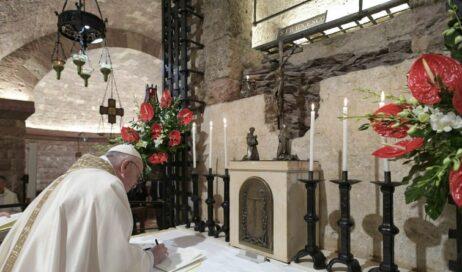 "Ad Assisi Papa Francesco ha firmato l'enciclica ""Fratelli tutti"""