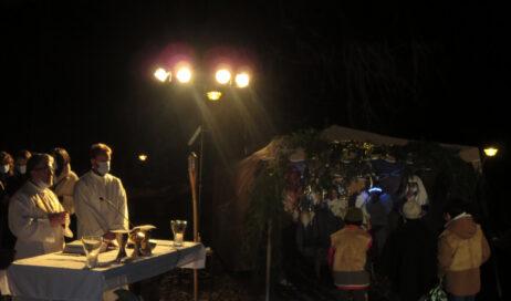"""[photogallery]. Alla vigilia a Villar Perosa la liturgia della parola si fa """"all'aperto"""""""