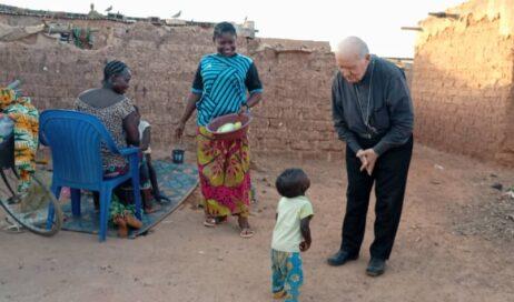 [photogallery]. #cronacheafricane. Mons. Debernardi: Che il Natale ci aiuti a sentire il grido dei più poveri!