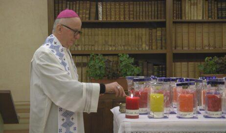 [ photogallery ] La candela della famiglia: in ogni casa un segno di fede
