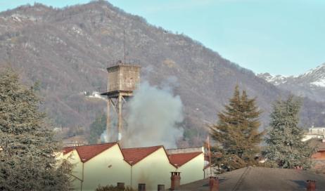 [ video ] Abbattuta a Luserna la torre-serbatoio di Pralafera