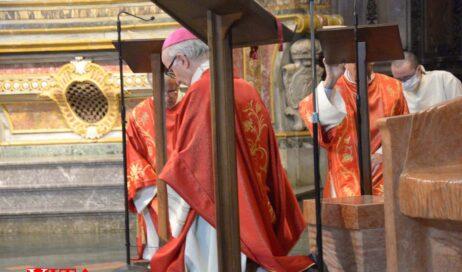 [ photogallery ] In Cattedrale il vescovo Derio ha presieduto la celebrazione del Venerdì Santo