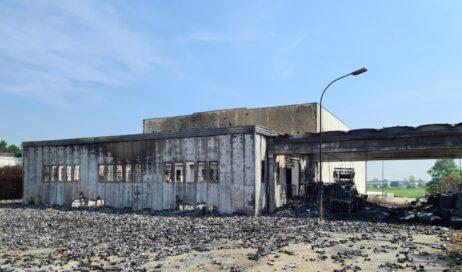 Incendio Cia Technima di Roletto. Domate le fiamme lo stabilimento resta sotto sequestro. Il sindaco: continueranno i monitoraggi