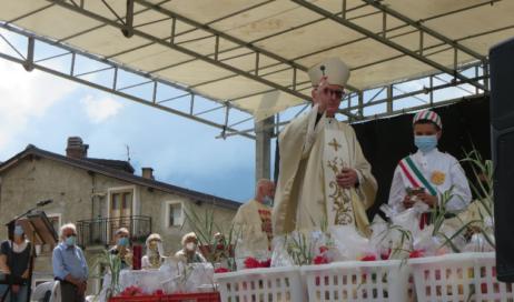"""[photogallery]. Il vescovo Derio a Fenestrelle: Dobbiamo imparare ad essere """"invitati"""""""
